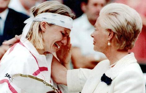 Una mezz'ora di inevitabile follia e le lacrime più vere della storia del tennis femminile