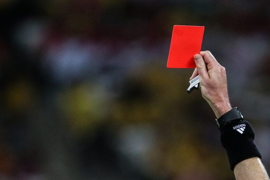 Tragedia nel mondo del calcio, morto arbitro colpito da Daspo